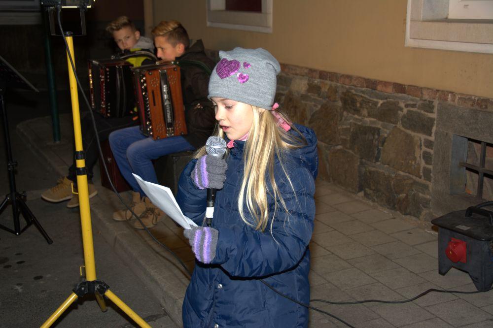 Fotos vom Advent-Fenster-Öffnen am 13. Dezember 2015